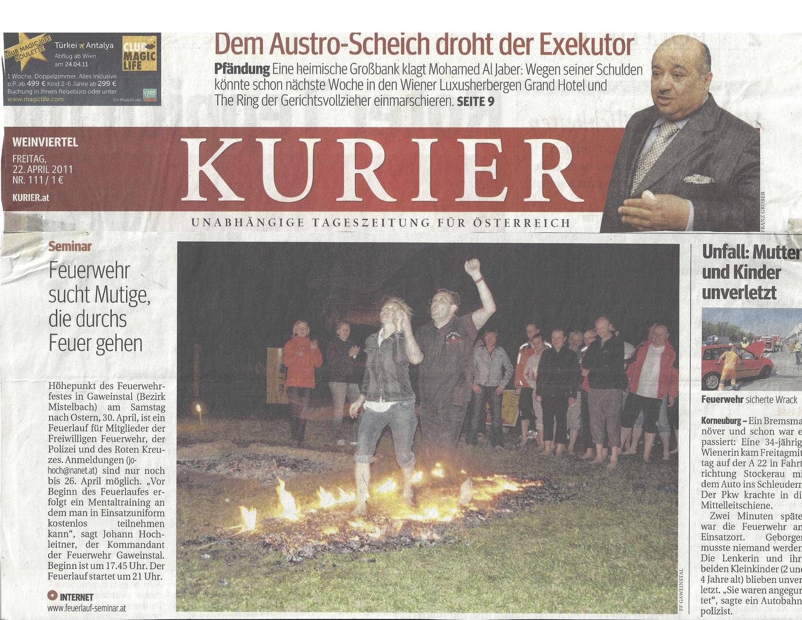 Höhepunkt des Feuerwehrfestes in Gaweinstal am Samstag nach Ostern, 30. April 2011, war ein Feuerlauf für die Mitglieder der Freiwilligen Feuerwehr, der Polizei und des Roten Kreuzes.